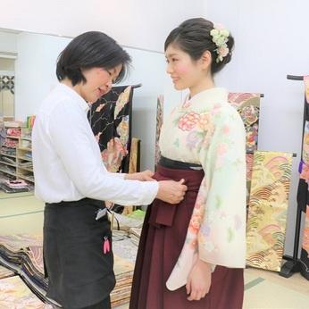 <週2~3、1日5h~OK>冠婚葬祭向けの着物レンタル店の着付け師として働きませんか!?